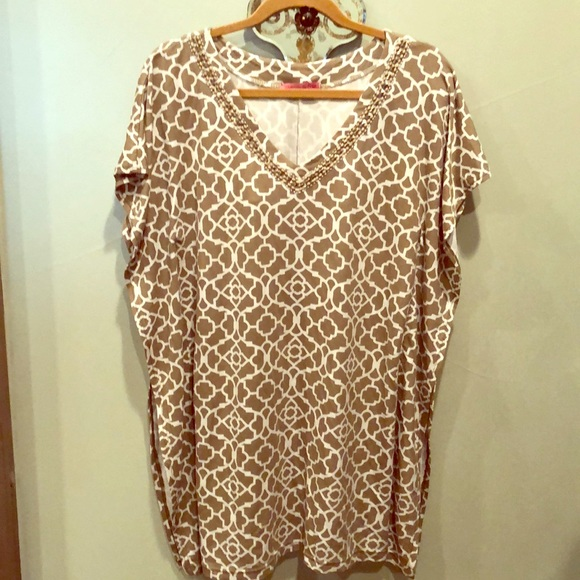 joyous & free Tops - Beautiful Beaded neckline tunic top in tan & white